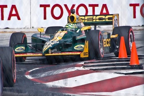 Tony Kanaan's car colors used on watch