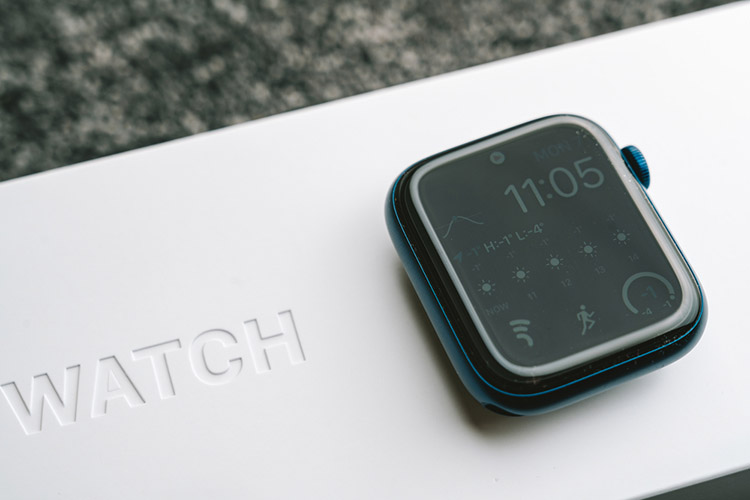 Unboxing new Apple Watch Series 6